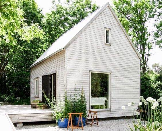 zahradny domcek biely