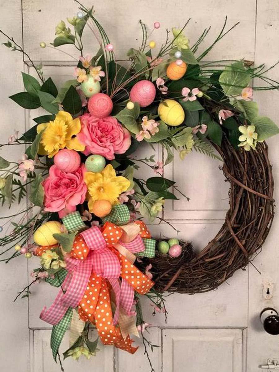 veniec z vajec a kvetov