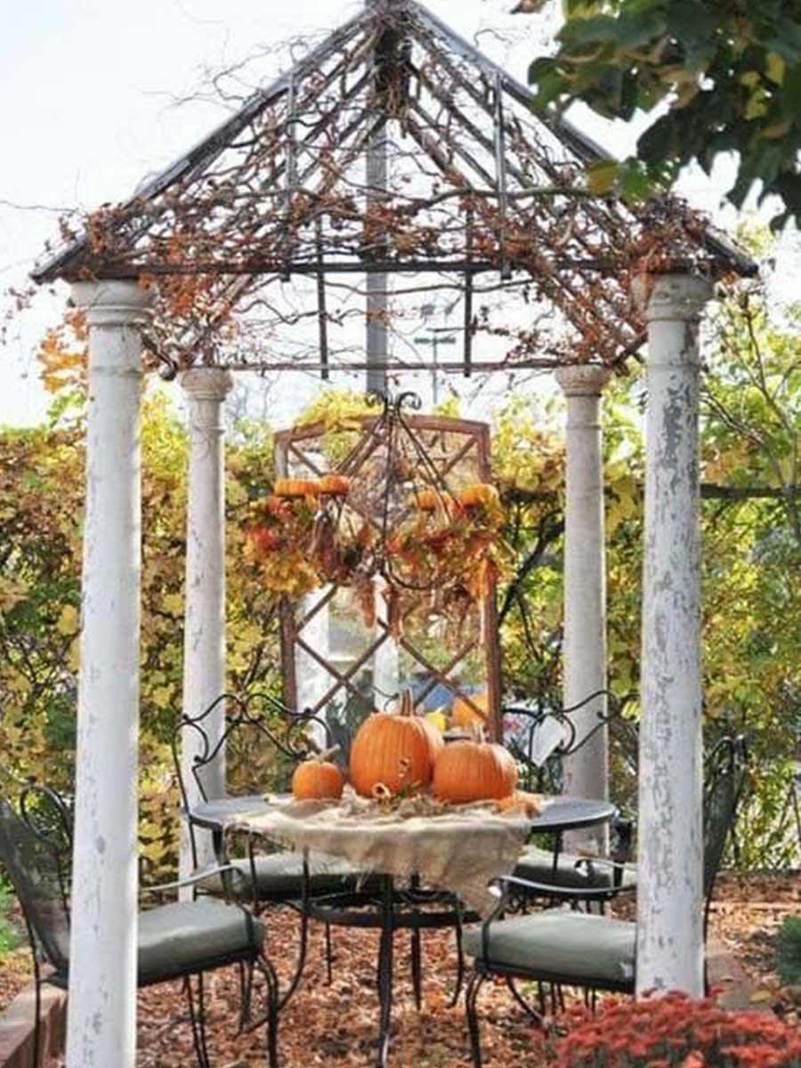 jesenne vyzdobený altánok