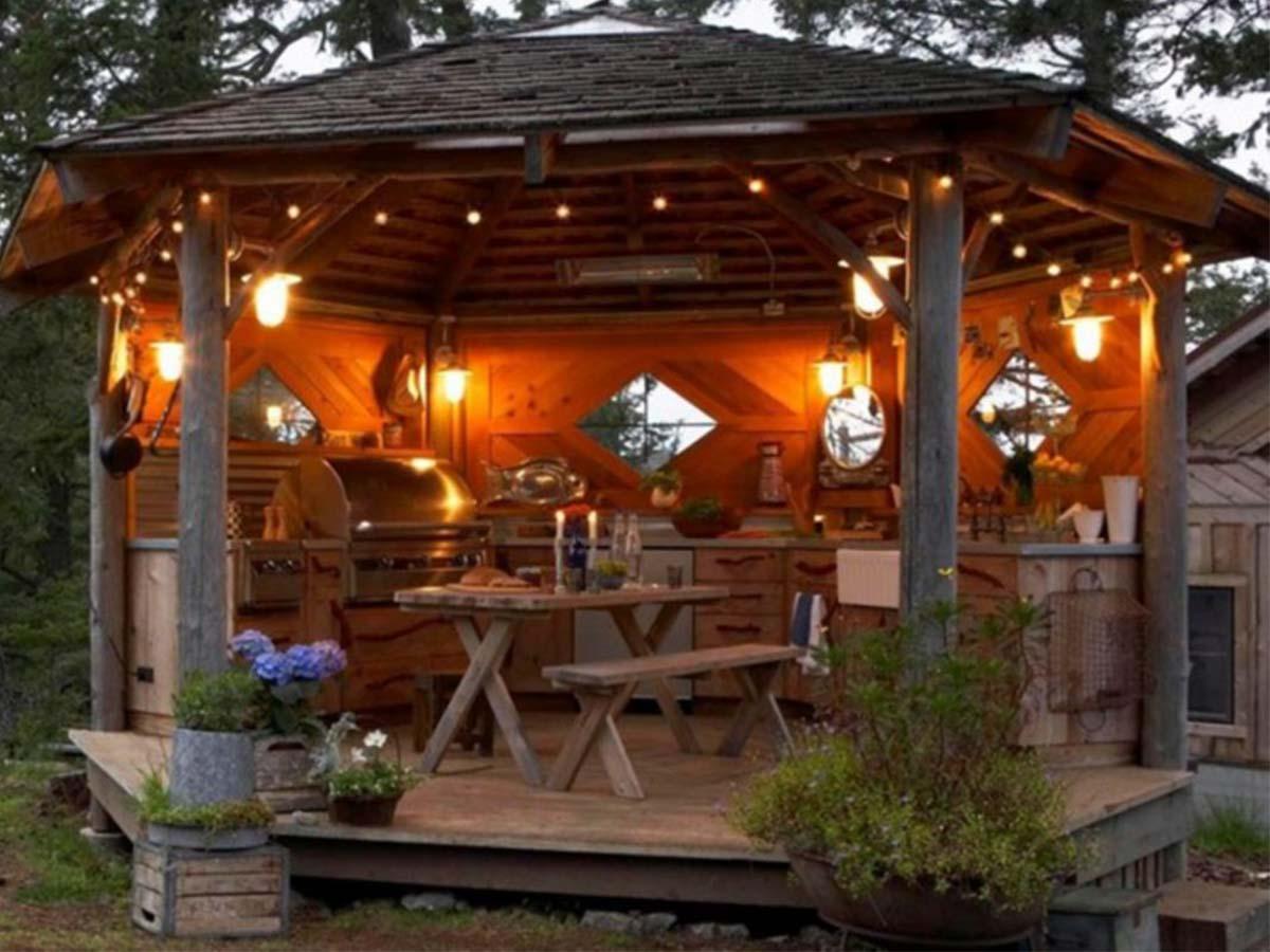 útulný záhradný altánok