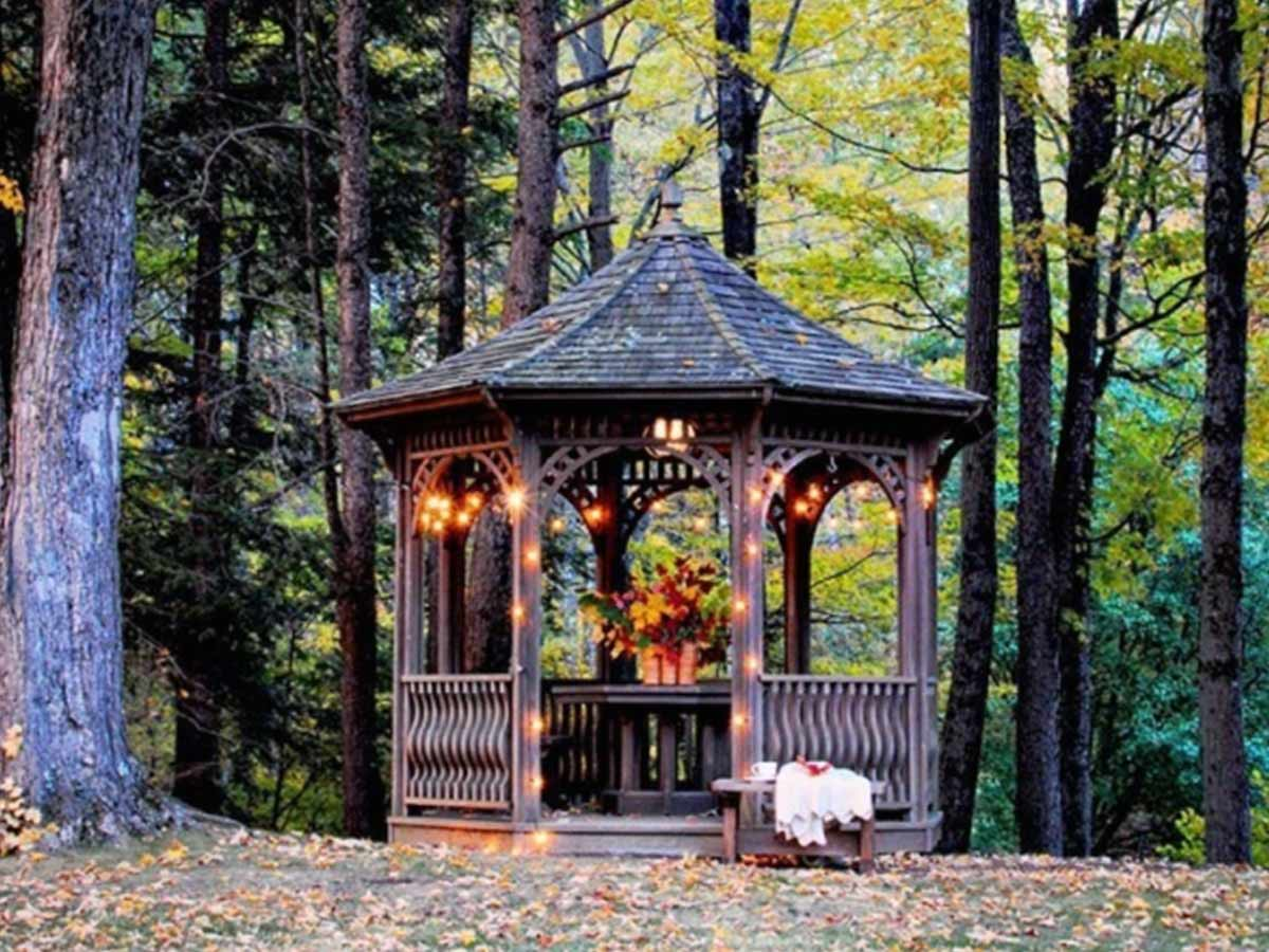 záhradný altánok na jeseň
