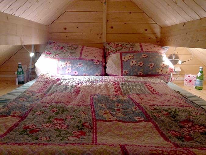 podkrovná spálňa v záhradnom domčeku Bunkie