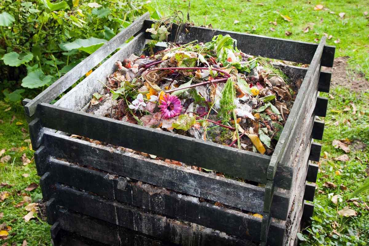 kompostovač v záhrade