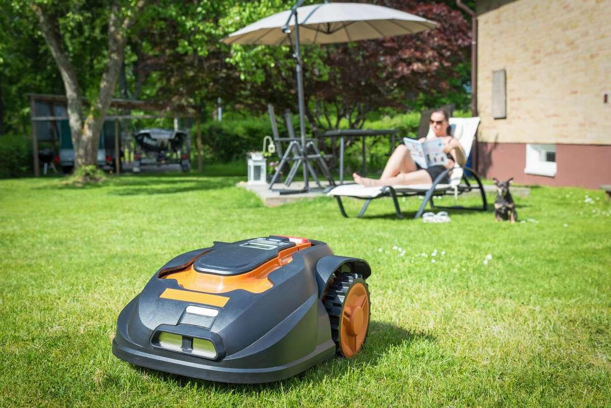 robotická kosačka trávy