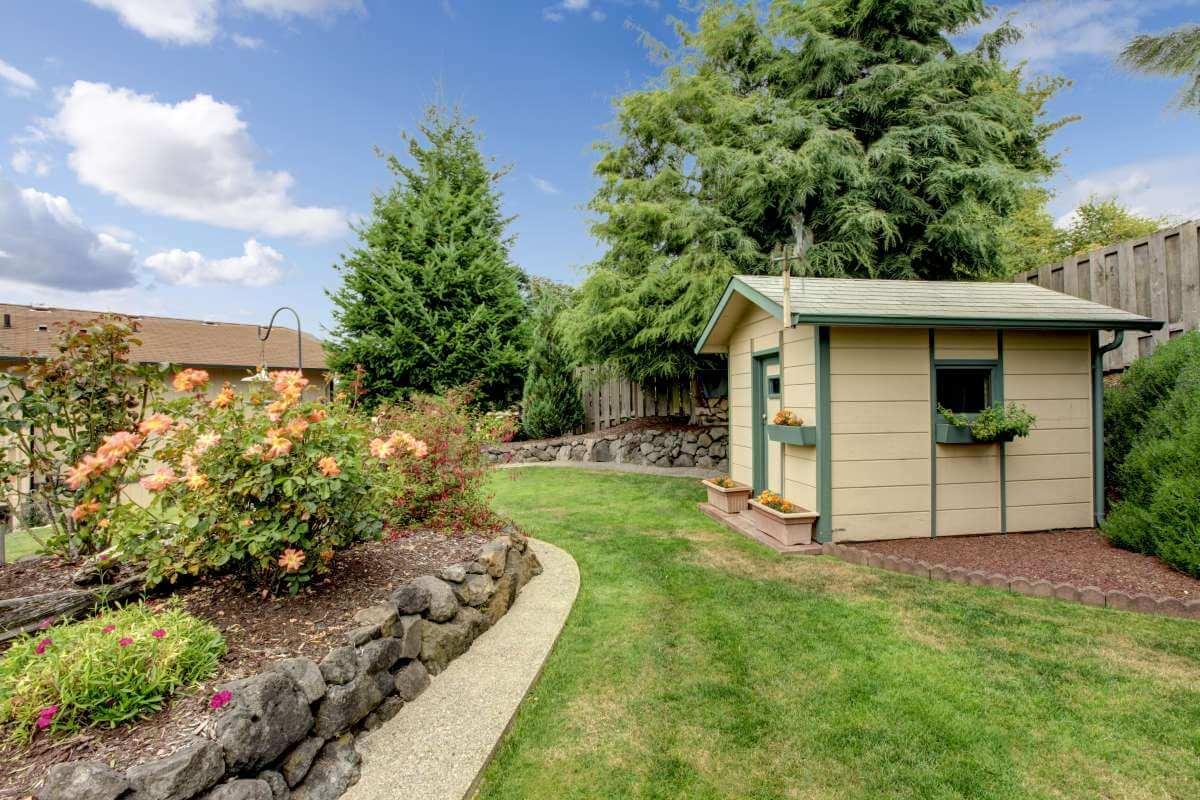 pastelový záhradný domček