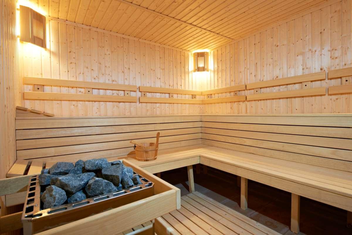 interiér drevenej fínskej sauny