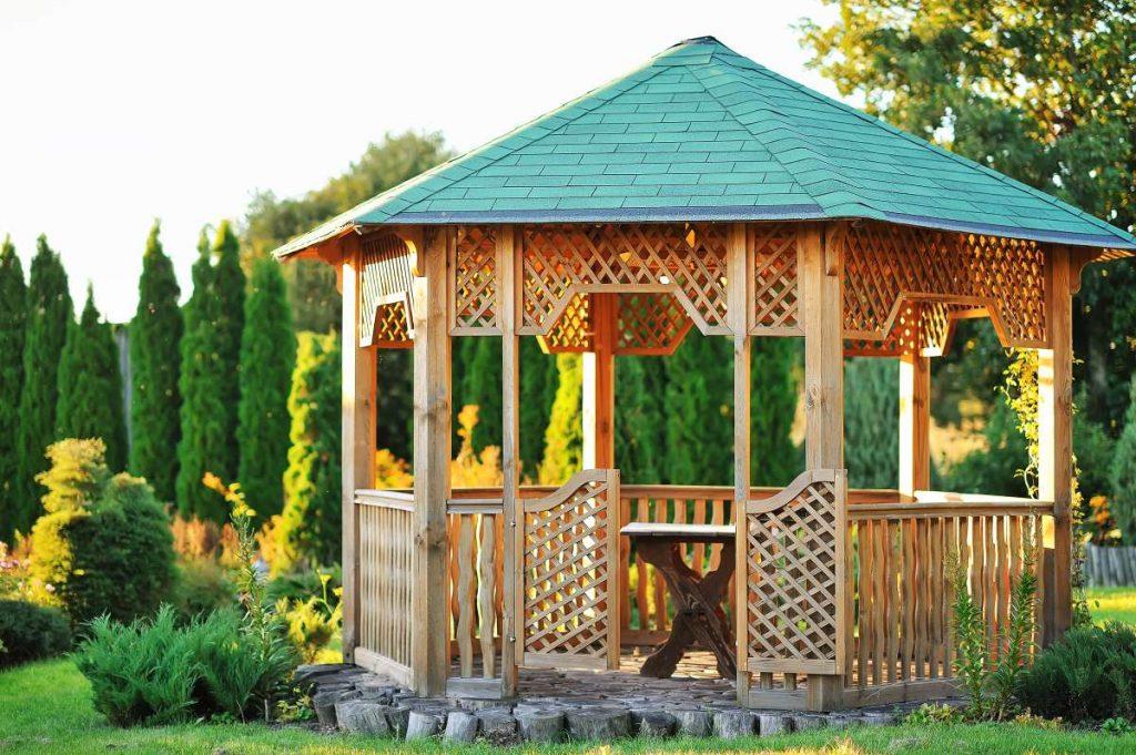 kruhovitý záhradný altánok