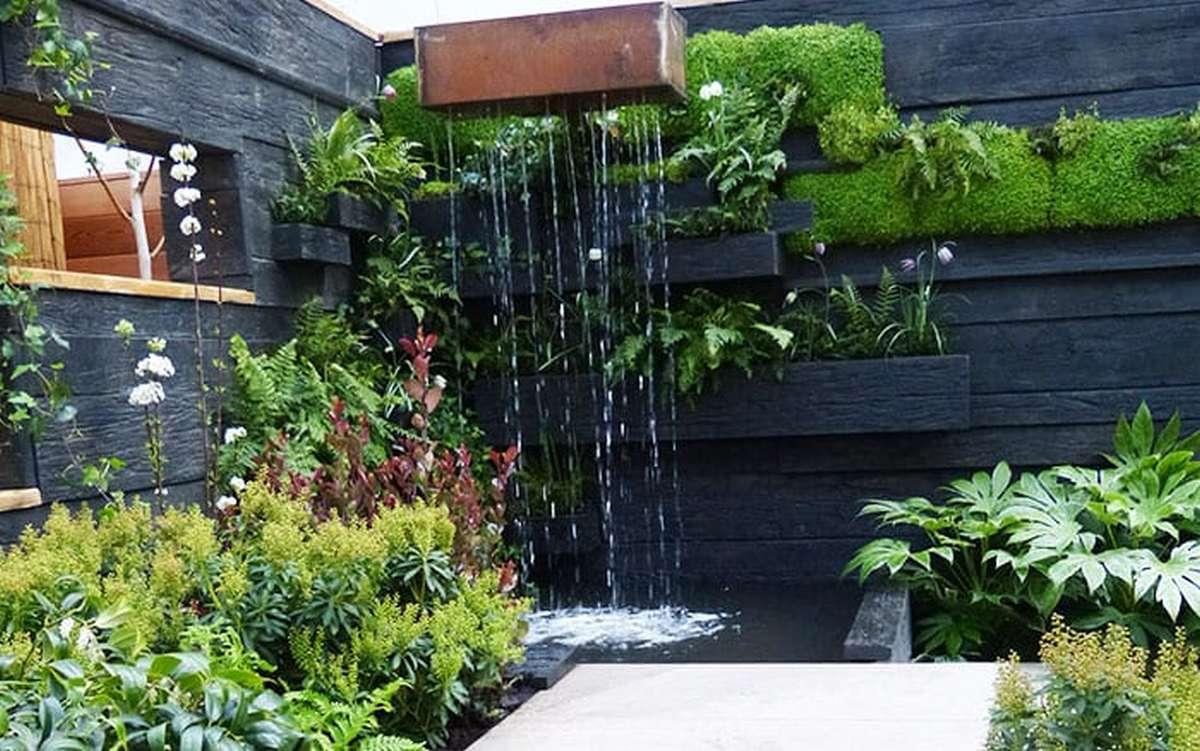 moderné záhradné jazierko s vodopádom