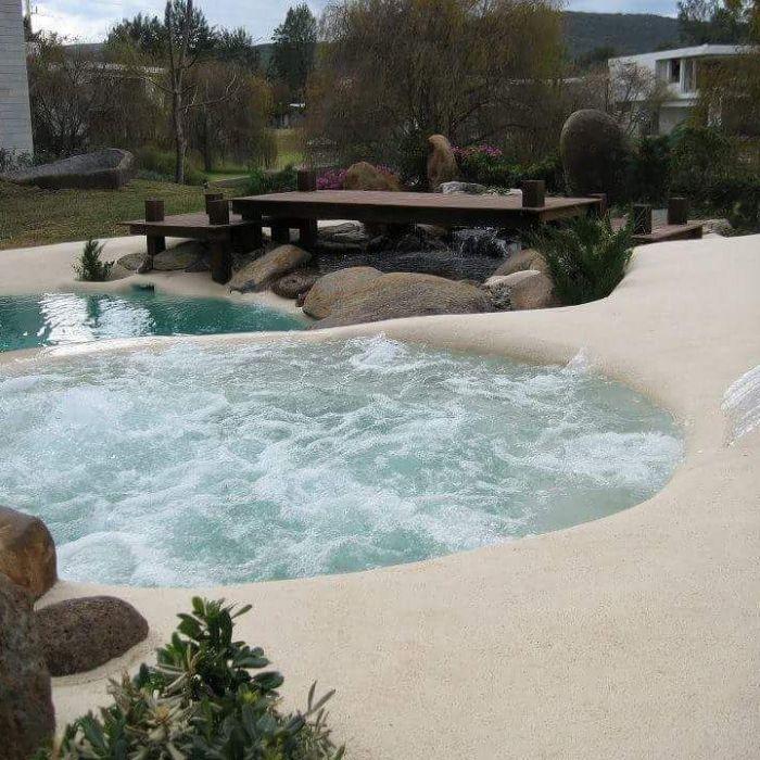 kaskádové bazénové more
