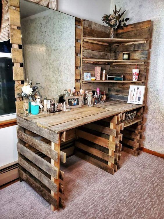 celodrevený kozmetický stolík